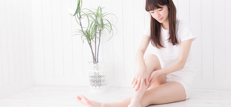 美脚ケアをする女性のイメージ
