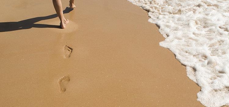 波打ち際の足跡