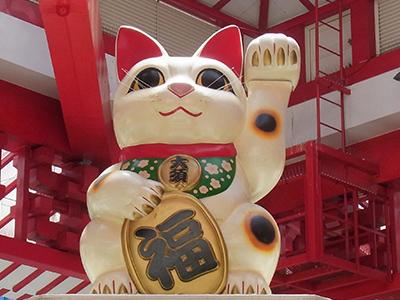大須商店街のシンボル招き猫の像