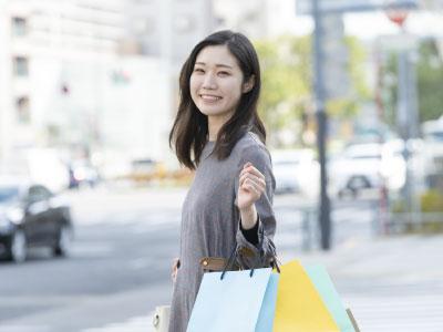 ショッピングついでに痩身エステに通う女性