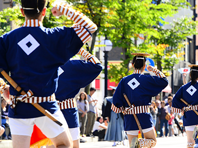 福島県で開催される会津祭りの様子